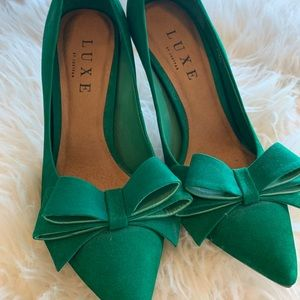 Just Fab LUXE green bow shoes 8